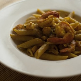 Penne al curry e gamberi