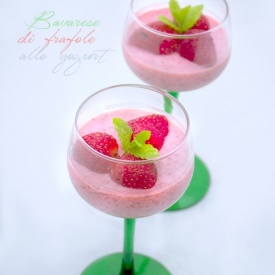 Bavarese light di fragole e yogurt