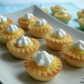 Mini crostatine con lemon curd e meringa