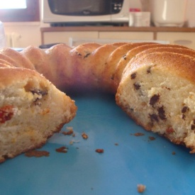Ciambella allo yogurt con bacche di Goji e gocce di cioccolato (suitable for vegan)