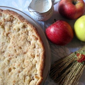 Crostata di mele con crumble di mandorle - Apple tart with almond crumble