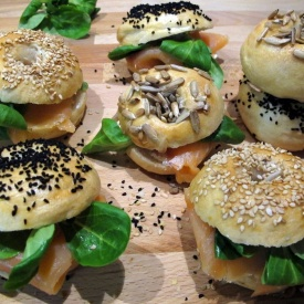 Mini bagel con salmone affumicato