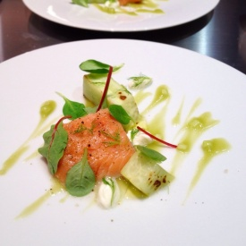 Salmone e cetriolo arrostito